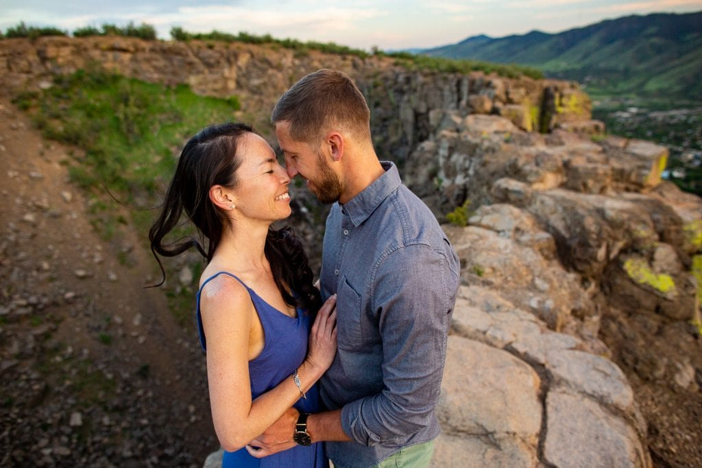 an engagement photo on the cliff of north table mountain above Golden Colorado.